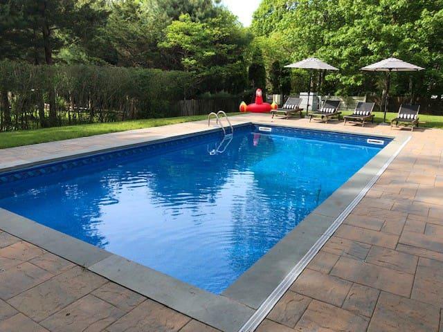 5BR w/ Heated Pool & Private Beach