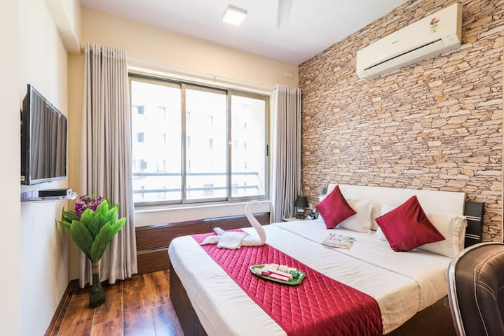 Authentically Designed 2 Bedrooms near Airport