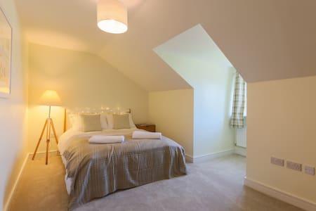 Private room in spacious flat near University - 彭林(Penryn) - 公寓