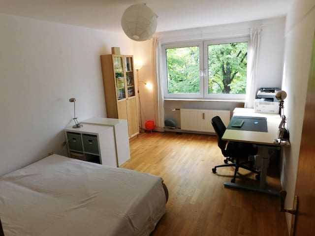 Great appartment room in central Lindenthal, Köln
