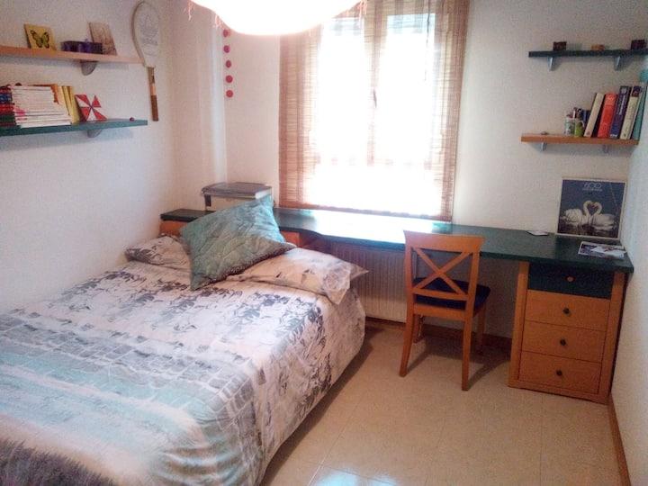 Habitación privada, luminosa y tranquila