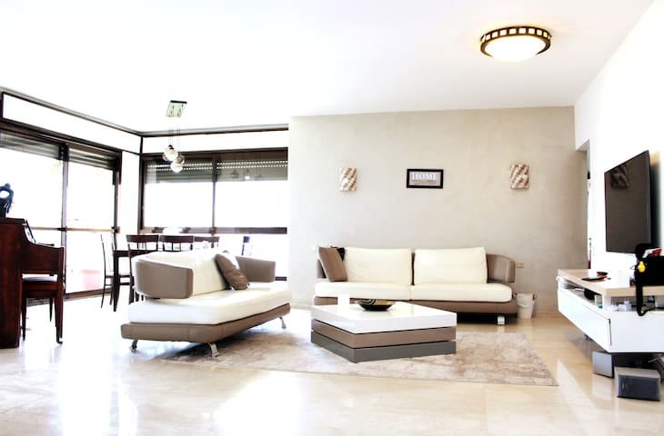 Welcome! Casa Airbnb in Ramat Aviv-5 min to Beach