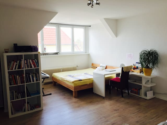 spacious bright studio in Berlin for 2-3 people - Berlín - Byt