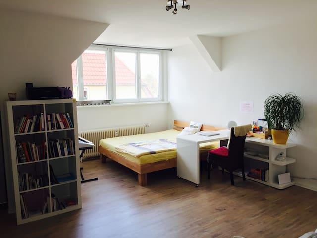 spacious bright studio in Berlin for 2-3 people - Berlin - Lejlighed