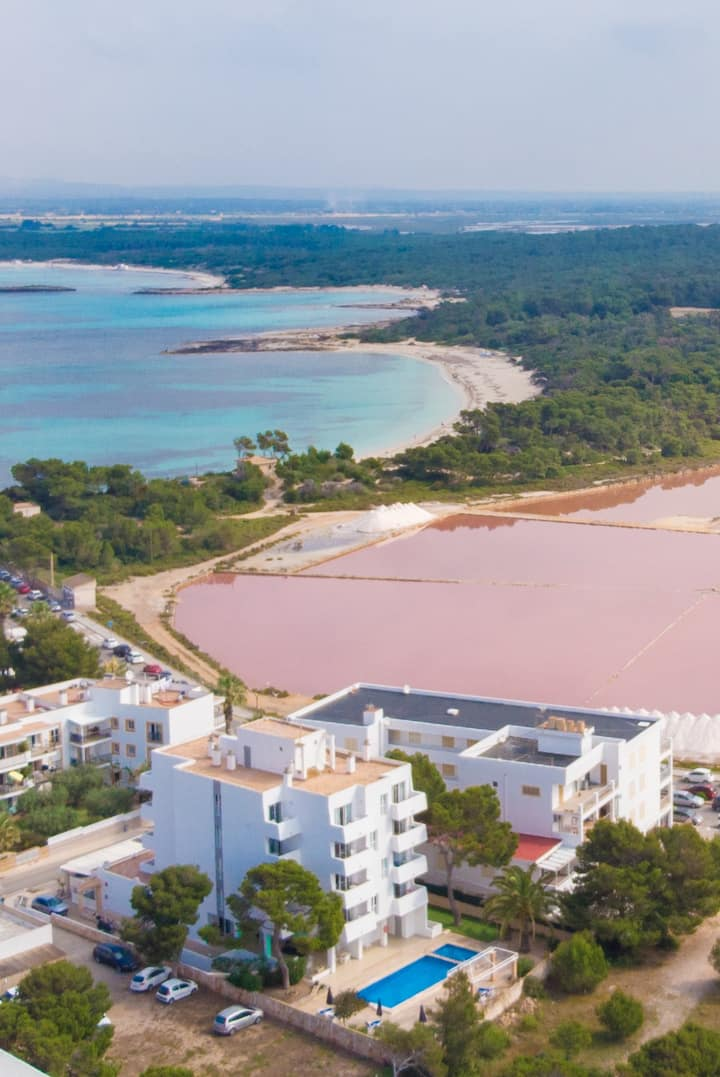 Apartamento con piscina a 100 metros de Es Trenc
