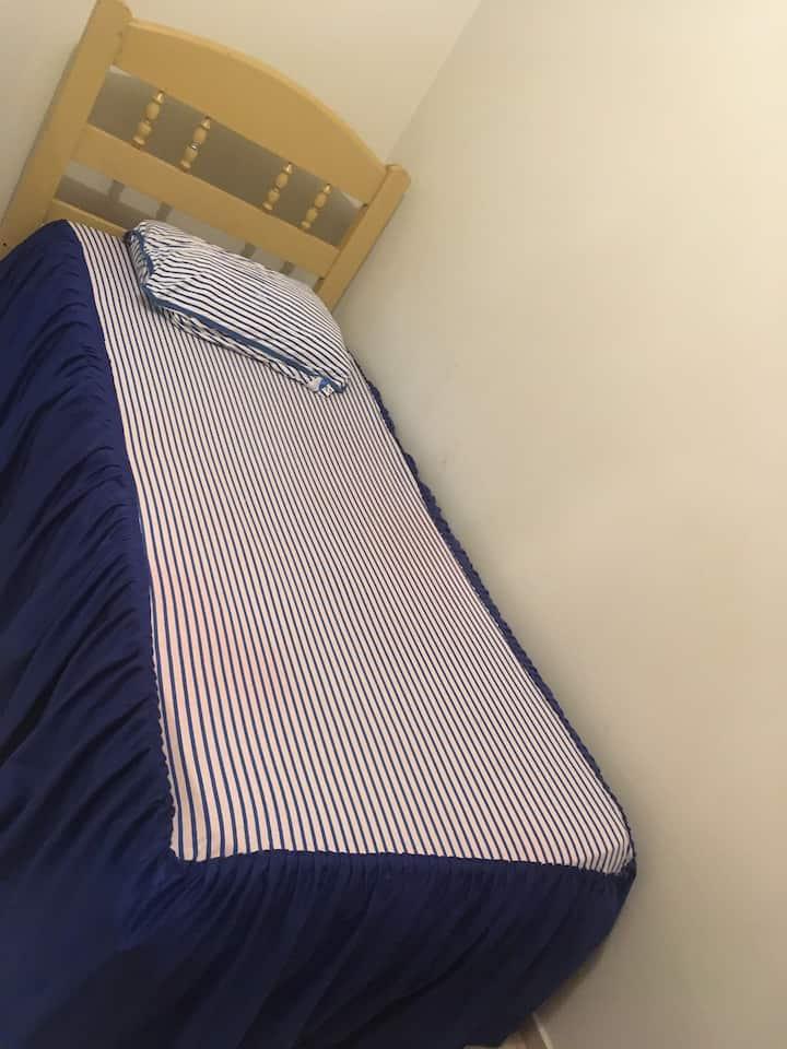 Quarto individual- Uberlândia- cama de solteiro