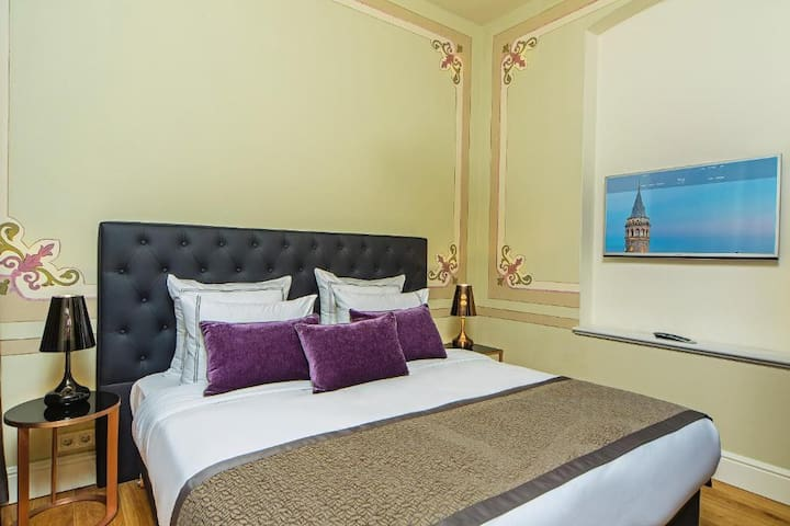 Common terrace in the main building where is located in the same street, in different building, less than 1 minute walking distance from the apartment.