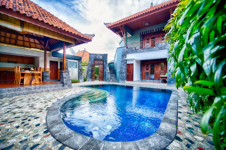 COZY VILLA 2-BEDROOM-LUX & SPA, Seminyak!