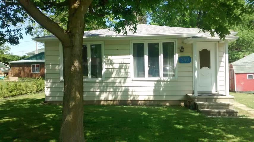 The Cottage at Colchester Village, 2 bdr-sleeps 6