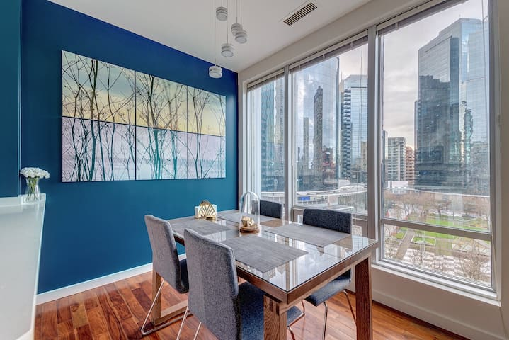Designer Suite with Bright City View & Parking