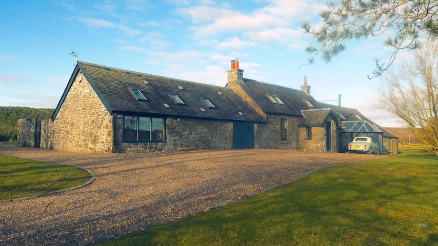 Luxury 5* Farm house with Hot Tub in Scotland
