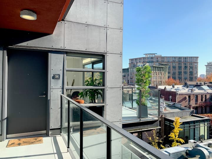 Modern Gastown Studio with Bright Office for Two!