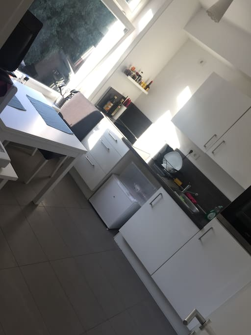 wohnung an den landungsbr cken apartments for rent in hamburg hamburg germany. Black Bedroom Furniture Sets. Home Design Ideas