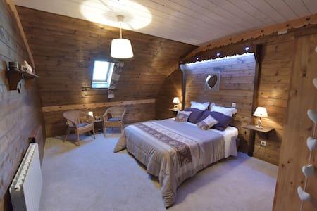 Aurore, Chambre d'hôtes au calme - Trémouilles - Bed & Breakfast