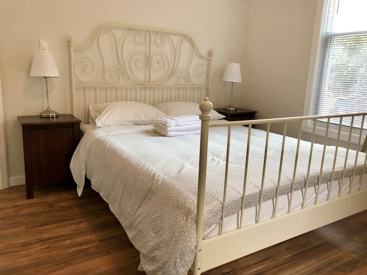 Large room, private attached -bath in Mid-Flushing
