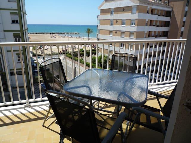 Acogedor apartamento con vistas, a 80m de la playa
