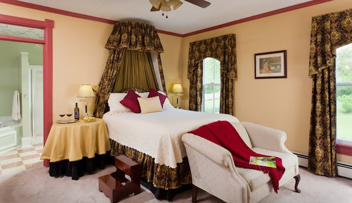Afton Mountain Bed & Breakfast - The Mornington Room