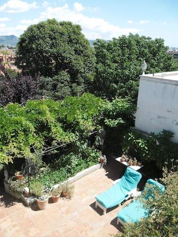 private room in a mediterranian style house - Sant Boi de Llobregat - Dormitorio para invitados