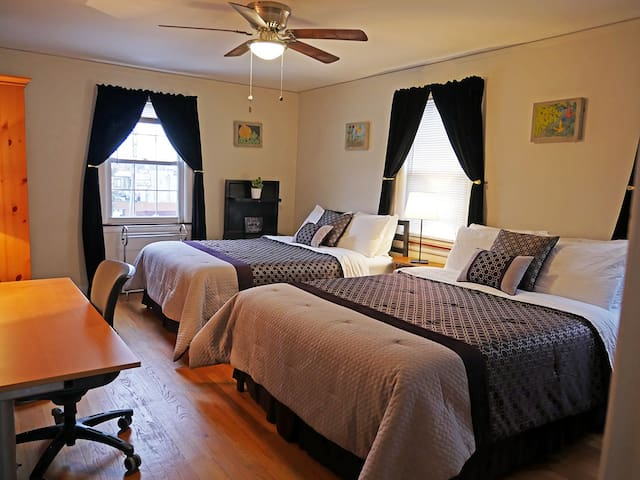 ☀Two Queen Beds, Patio, Safe Area, Friendly Dog☀