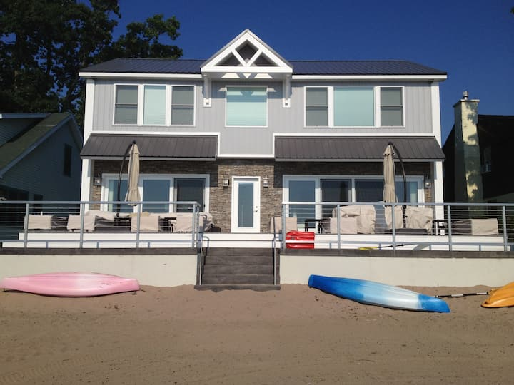 5 Bdrm Sylvan Beach House w/ Private Beach & WIFI