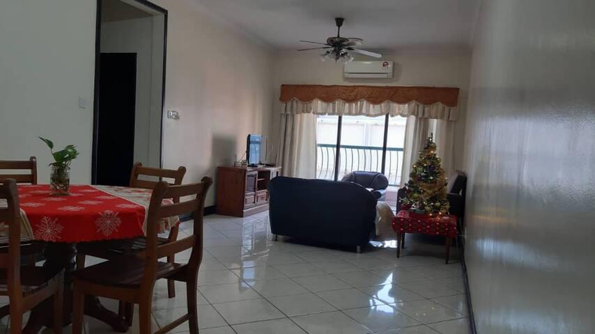 Cozy homestay @ Marina court condominium