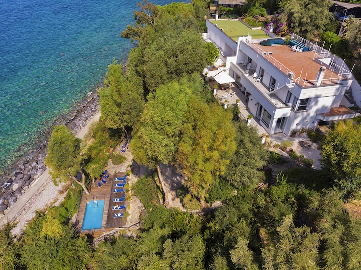 AMORE RENTALS - Villa Ofelia with Private Pool, Garden and Direct Access to the Sea