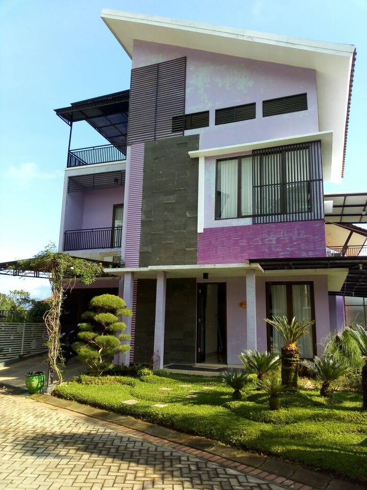 Villa Batu Kusuma Pinus 4 Bedroom by Entuga