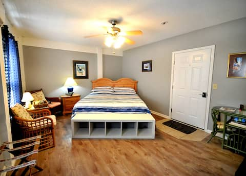 Surfside Hideaway (Pet Friendly w/NO FEE)
