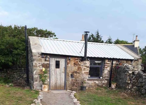 Geordie's Byre - cosy, quirky NC500 stay.
