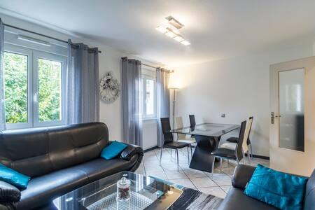 Appartement au calme avec Wifi, parking et garage