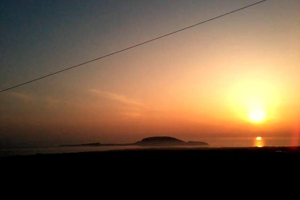 Ηλιοβασιλεμα στο νησακι Πρωτη