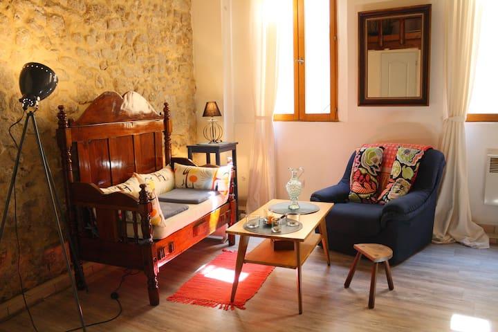 Cosy town centre studio + mezzanine - Cavaillon