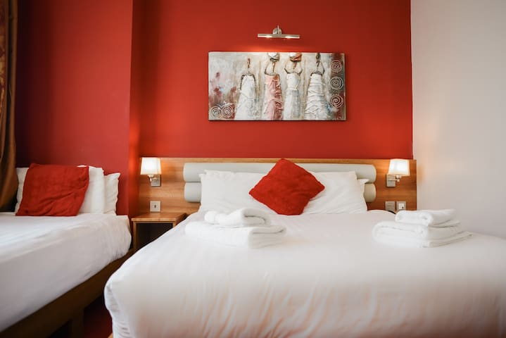The Airlink Hotel London Heathrow, Family Suite