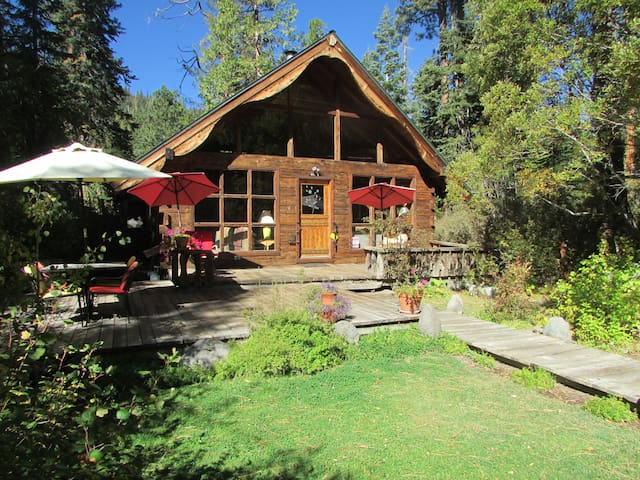 Charming chalet near sunnyside lovely yard walk to beach for Cabin rentals near hiking trails