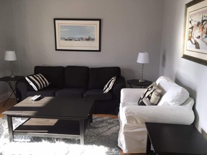 2 bed Apartment  5 min walk from Festival Theatre