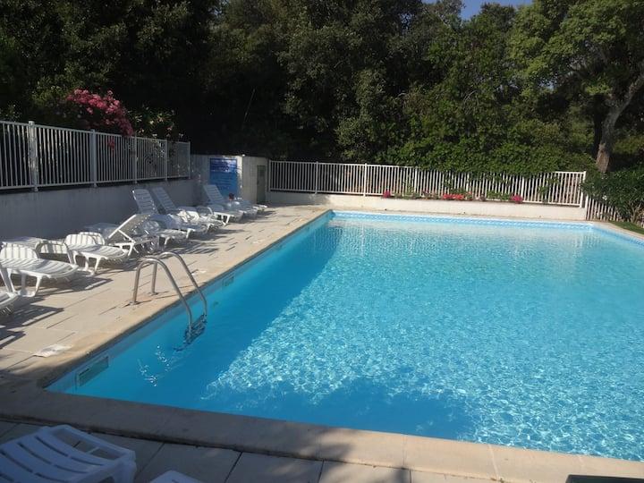 studio 2 pers dans résidence avec piscine