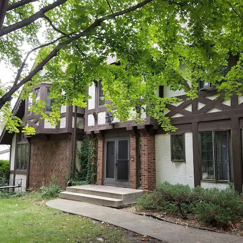 Quiet room, near U of M and both downtowns - Roseville - Huis