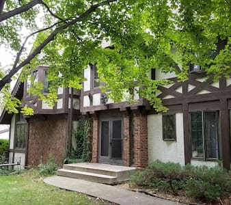 Quiet room, near U of M and both downtowns - Roseville