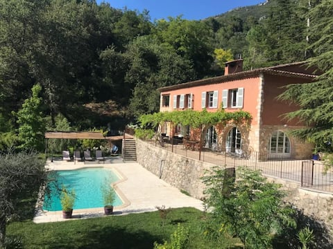 Bastide provençale de charme avec piscine privée