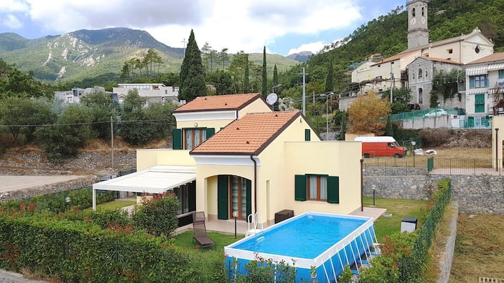 Loano Villa with pool 8-10 bed 4 km to the sea