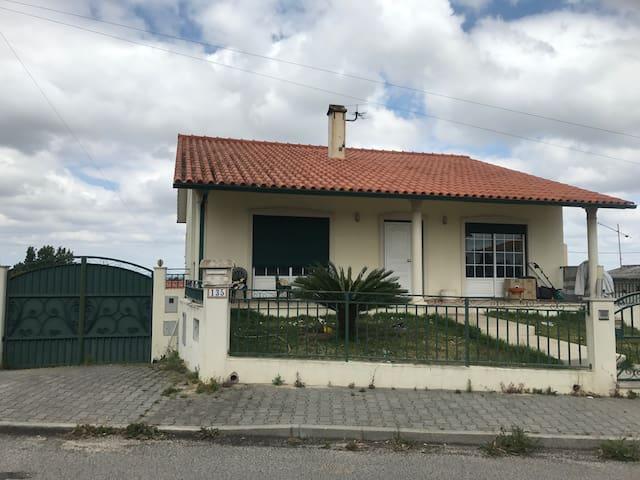 T3 Leiria - 25 min to Fatima - Barreira - House