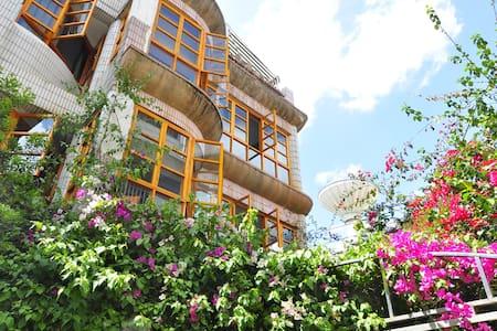 临近市中心、大观楼、翠湖花园景大床含西式双早 - Kunming