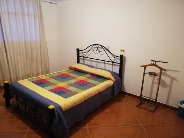Habitación cama doble Parque Principal Guasca