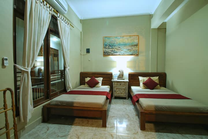 Twin bed Affordable Room in Ubud (PURNAMA HOUSE)
