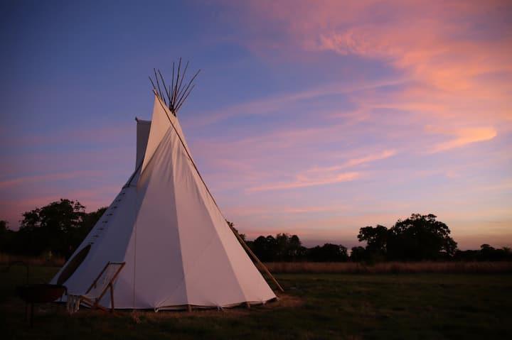Luxury Tipi Camping Rural Norfolk - Mapiya