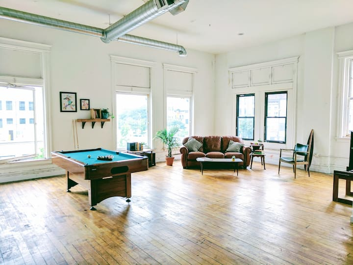 Creative Loft / Mins to NYC!