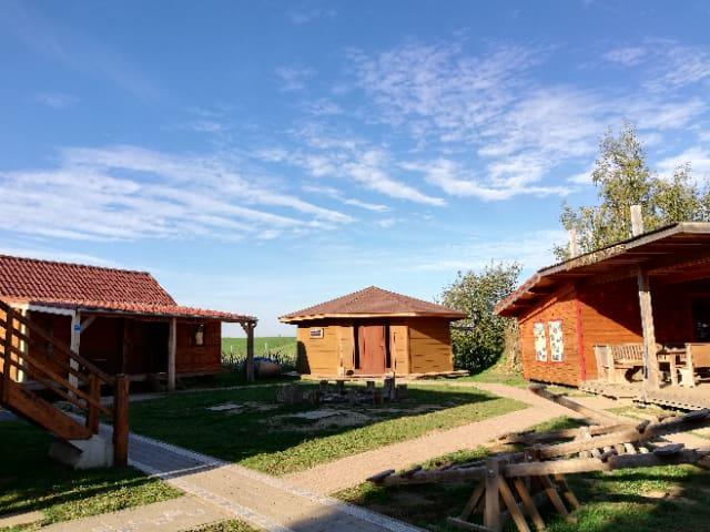"""Les 3 cabanes """"à vivre au naturel"""""""