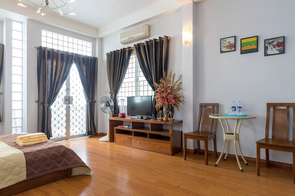 5- High spacious ceiling, cool and ventilating. Bottled drinking water and clean towels totally free of charge for homestay or short-term guest..
