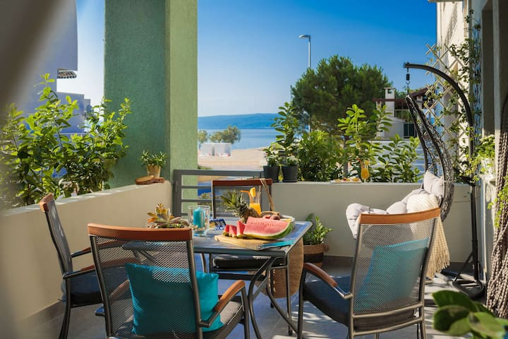 Split SEA SIDE new studio apartment with terrace