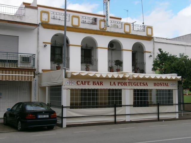 Hostal cafeteria bar La Portuguesa - Lora del Río - Altres